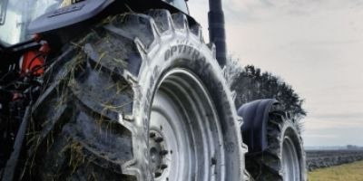 Fitting agricultural tyres