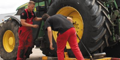 The ideal tyre pressure for your agricultural tyres