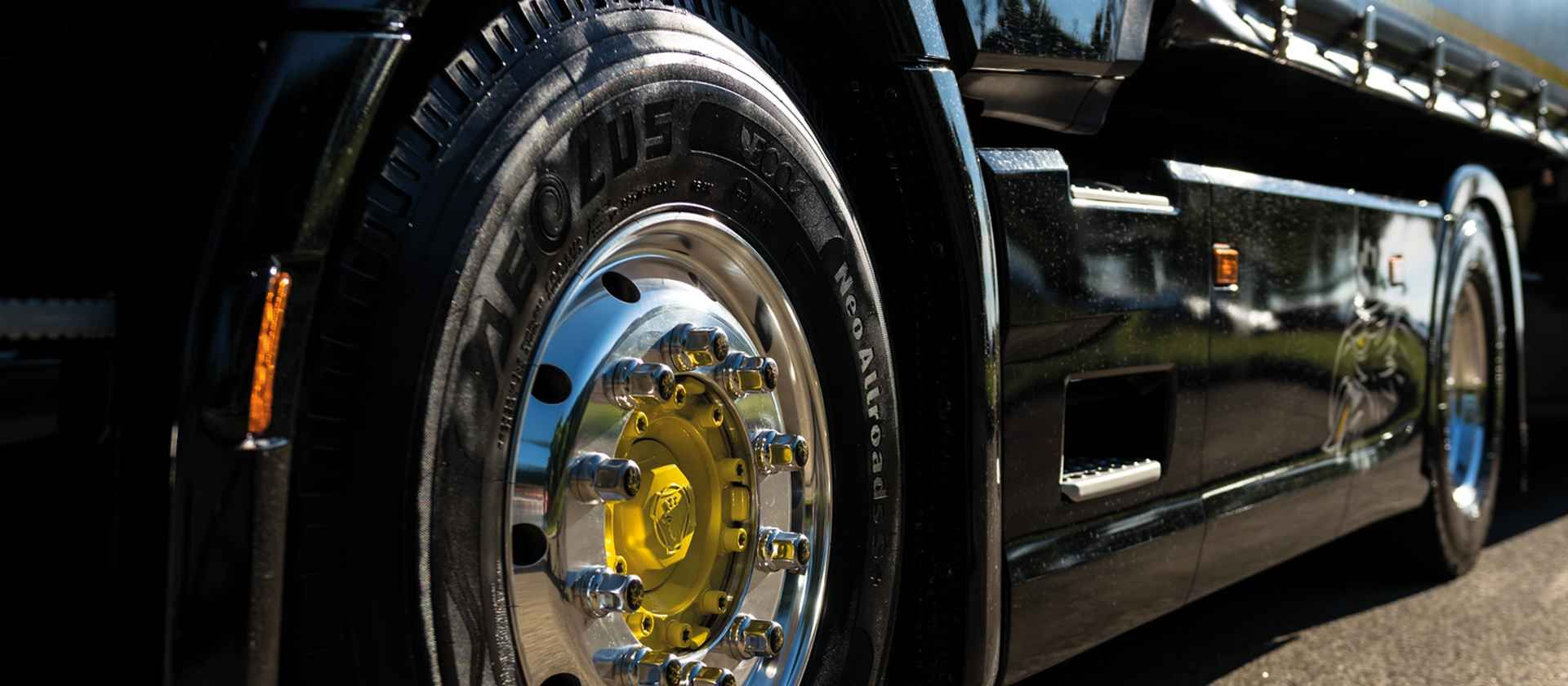 Avoid aquaplaning with the right truck tyres